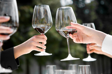 Toasting Etiquette Tips For Everyone