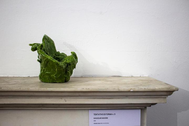 Guglielmo Maggini, Tentativo di forma n.3, 2020, ceramica smaltata, 16 x 15 x 15 cm