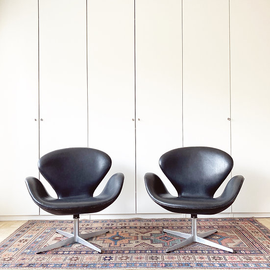 Fritz Hansen - Arne Jacobsen - Swan Chairs