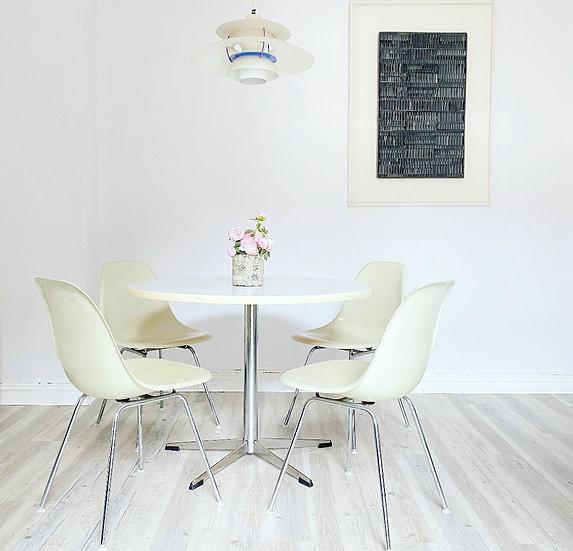 4 Herman Miller ( Vitra ) Fiberglass Side Chairs