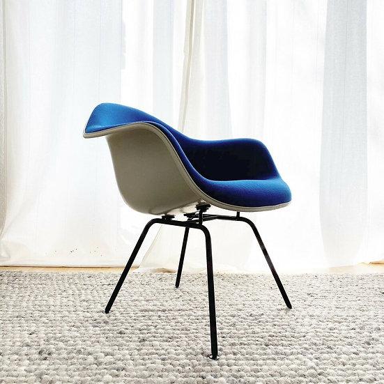 Herman Miller / Vitra: Eames Fiberglas Armchair