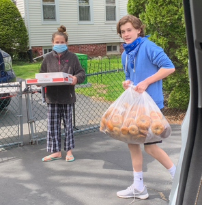 The Woolsey family centers their Bar and Bat Mitzvah projects around helping to fight hunger