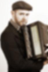 Helmut Thomas Stippich, Schrammelharmonika, Akkordeon, Klavier, Orgel, Gitarre, Stimme ©Harry Schiffer,