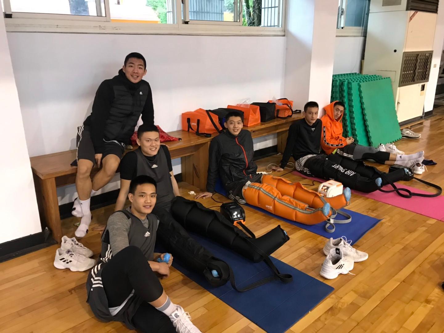 宜蘭高中籃球隊.jpg