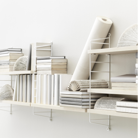 The String Pocket shelf ash-white was designed by Nils Strinning in 1949 and since then has become a real design classic in Scandinavian design
