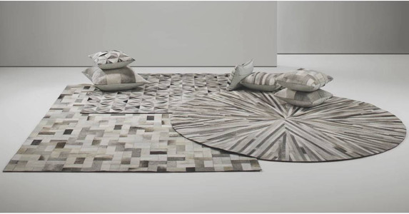 Best rugs for living room. How to place a rug under a sofa. How to choose a rug for living room. Designer rugs collection. Designer round rugs. Best high street rugs. Rug trends 2018. Modern contemporary rugs. Luxury contemporary rugs. Modern rugs for living room