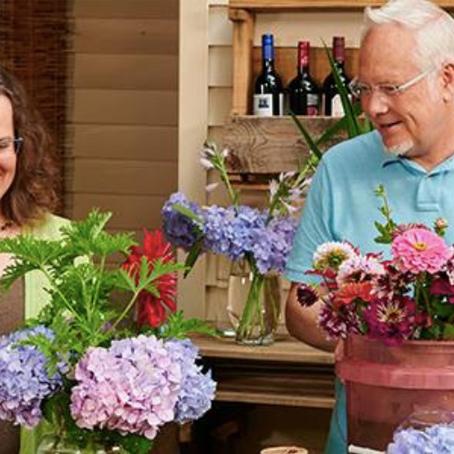 """TV Show J Schwanke's Life In Bloom Inspires Viewers to Arrange and Enjoy Flowers"""