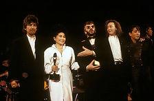 הביטלס נכנסים ל-Rock and Roll Hall Of Fame.