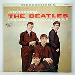 """הביטלס משחררים את אלבומם האמריקאי """"Introducing The Beatles""""."""