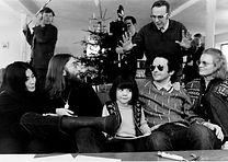 ג'ון לנון יוקו אונו מופיעים במסיבת עיתונאים באאלבורג, דנמרק.