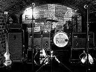 הביטלס מופיעים במועדן הקאברן, ליברפול, בריטניה.
