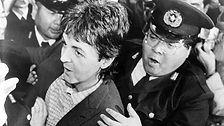 פול נעצר ביפן כשברשותו מריחואנה, על אף שהוזהר לא להיכנס עם הסם למדינה.
