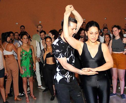 מתחם ריקודים סלסה ובצ'אטה