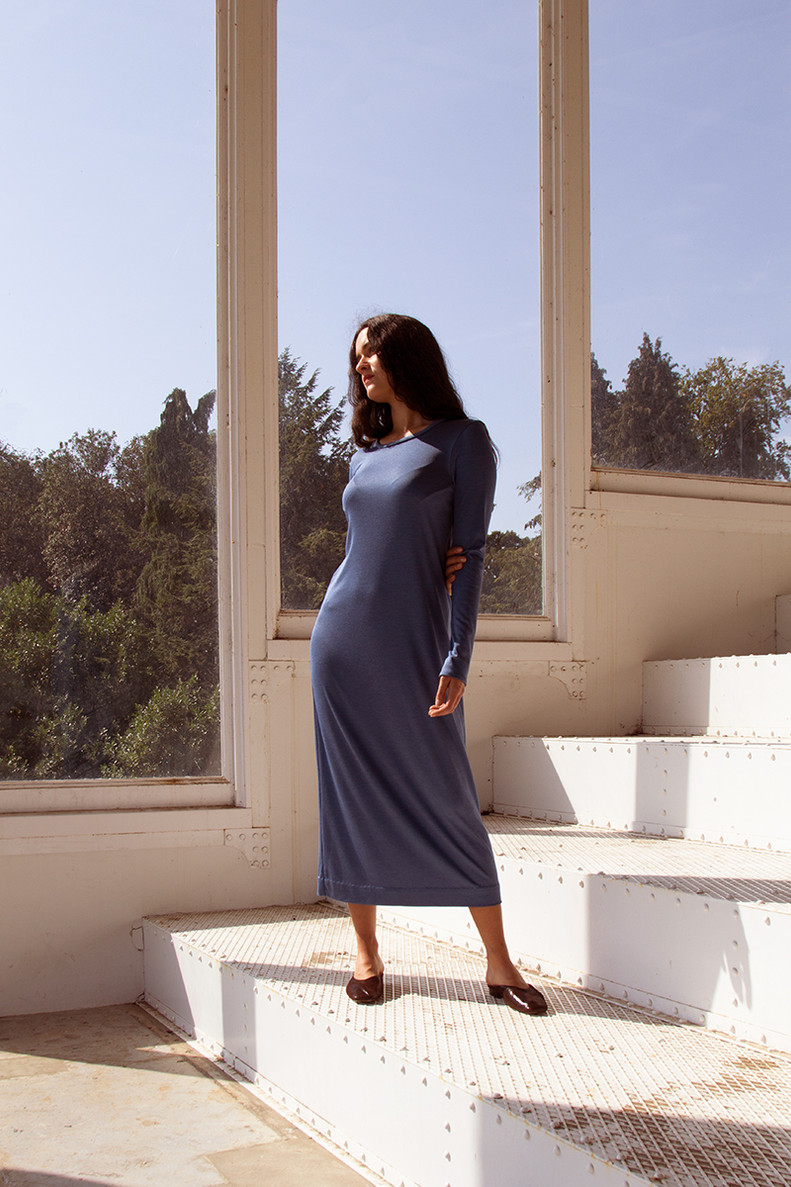 TAMAN  Taman is a comfortable long dress with long sleeves and a round neck.   Made of silk jersey.  size 1/2