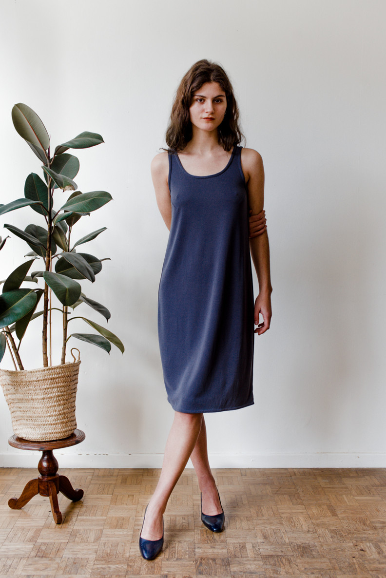 Tize is an easy to wear sleeveless, knee-length dress with a scoop neck.   Made of viscose jersey.   size 2