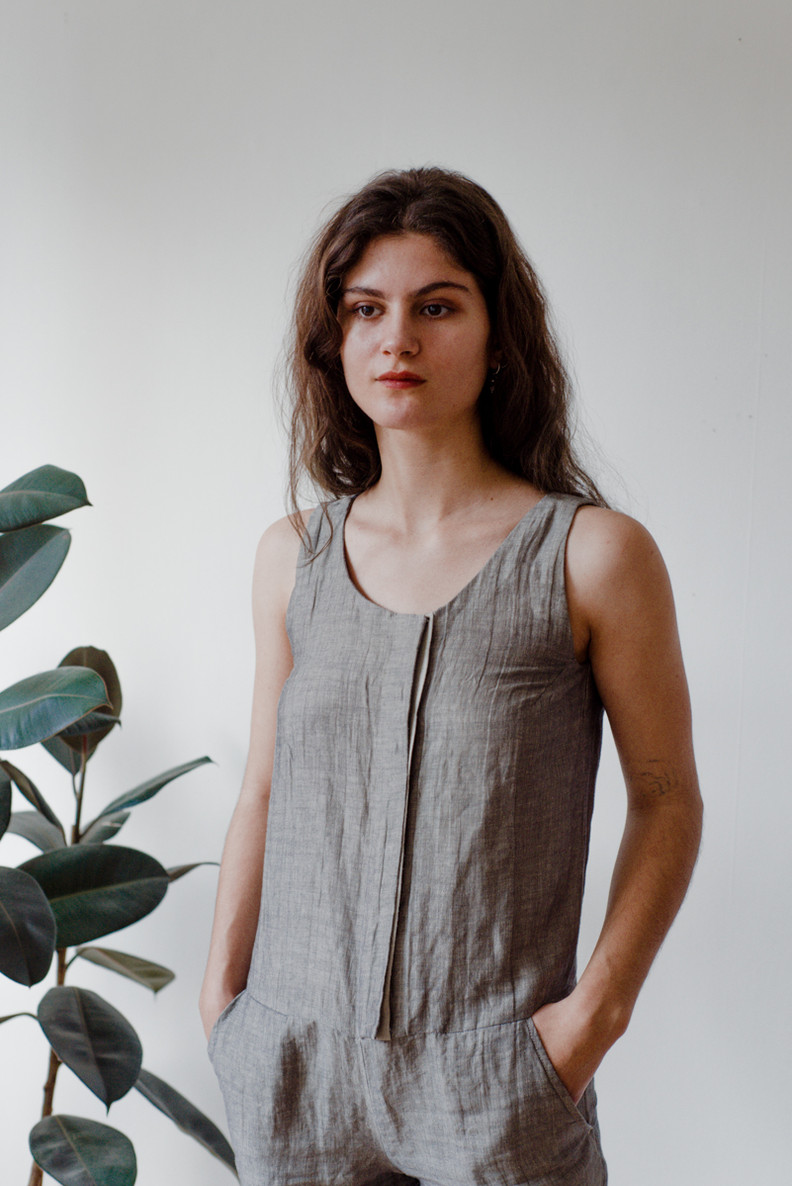 KISKA   Kiska is a short, sleeveless jumpsuit with a scoop neck, side pockets and a front closure.   Made of linen.   out of stock