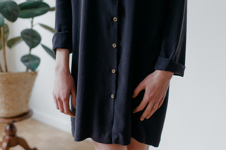 SALBAR  Salbar is a comfortable knee-length dress with long sleeves, a round neck and a front closure. You can also wear it open as a blouse or jacket.  Made of fine woven wool.  size 3