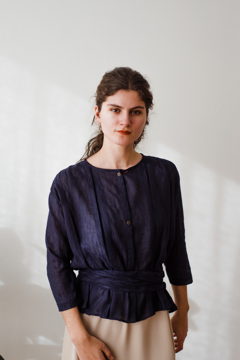 BLAUJ  Blauj is a blouse with inverted pleats, three-quarter sleeves, a round neckline and a front closure. The blouse comes with a ribbon.  Made of cotton and silk.  out of stock