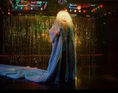 Ellie Goulding - 'New Love' Music Video