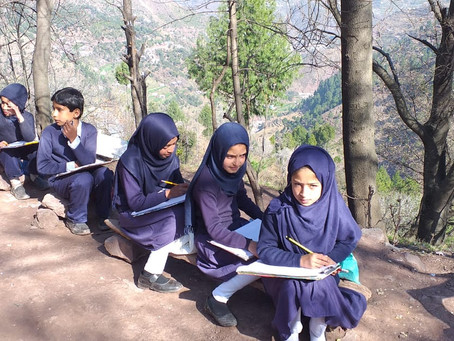 Kashmir Students Study from Home Amidst Lockdown