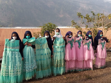 400 Needy Students in Kashmir Receive Eid Clothes