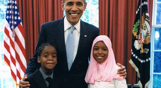 President Obama with 2 MWSO students