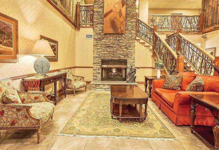 hotel-la-quinta-inn-suites-boone-002.jpg