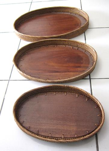 pratos madeira borda rattan