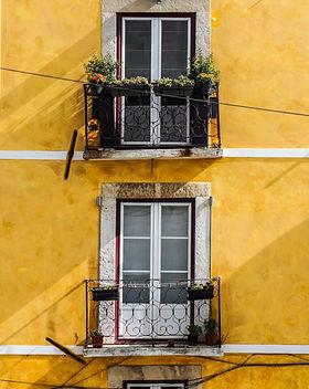 pared amarilla