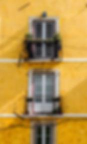 žluté stěny