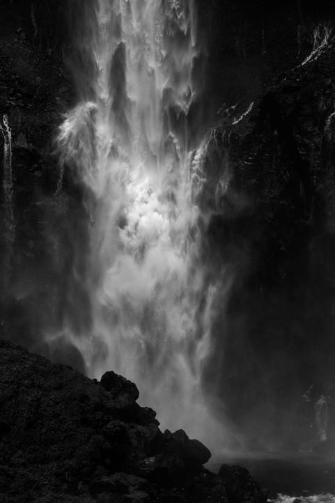 華厳の滝b