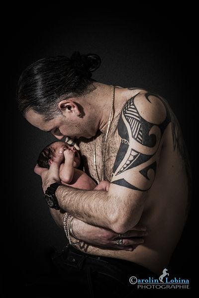 Papa mit Baby im Arm, Babyfoto, Carolin Lobina