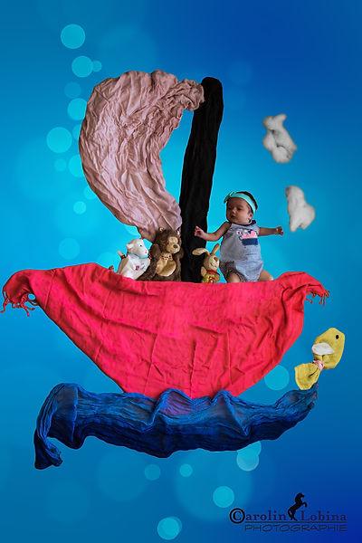 Baby in Schiff mit gelegten Tüchern, Babyfoto, Carolin Lobina