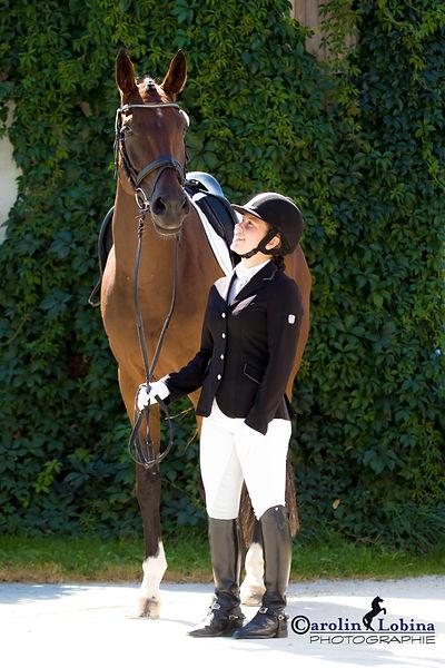 Pferd mit Reiter am Turnier, Carolin Lobina
