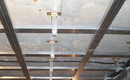звукоизоляция потолка - каркас на виброподвесах