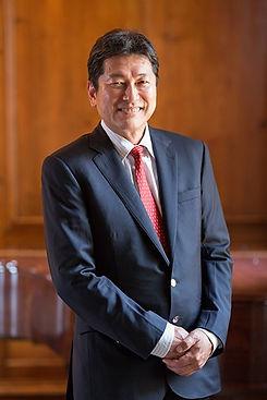 Dr-Ueno_portrait.jpg