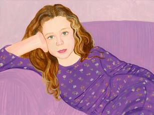 紫色のドレスと着たテス