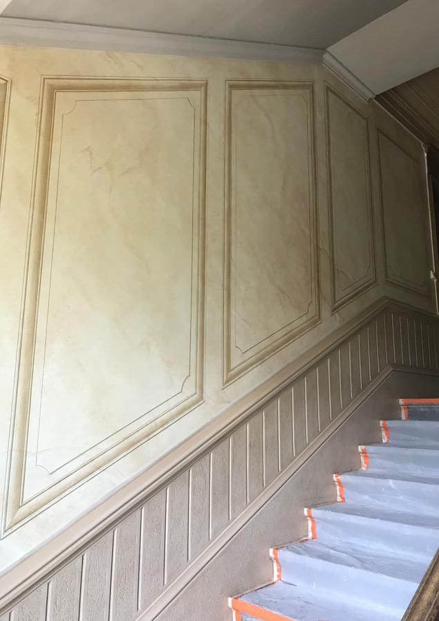 Fausses moulures montée escalier château