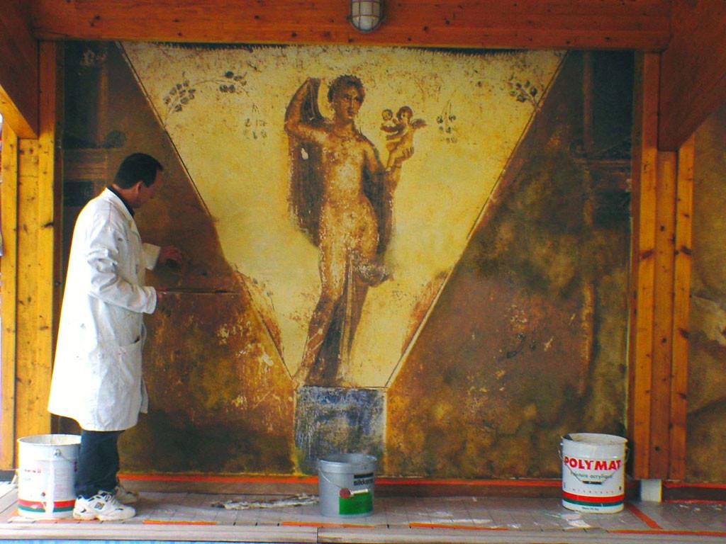 Fresque décor pompéïen - Phase de restauration