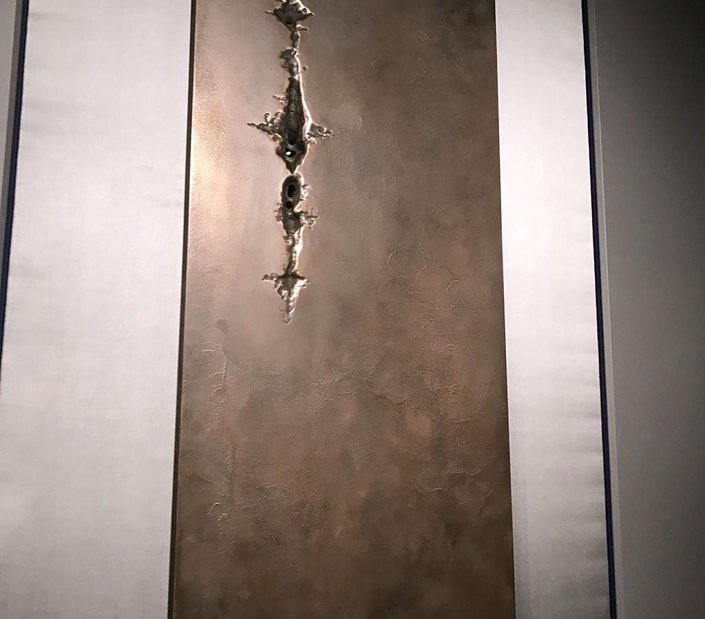 Résine sculptée au chalumeau, finition laiton