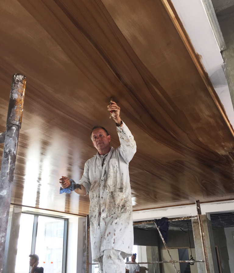 Plafond en faux-bois - Hôtel contemporain en région lyonnaise