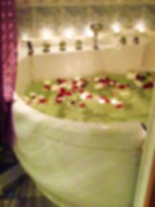 Огромная двухместная ванна