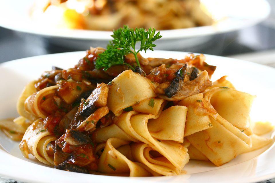 O Pappardelle é originário da Toscana. Que tal viajar para Itália e prová-lo na sua terra natal?