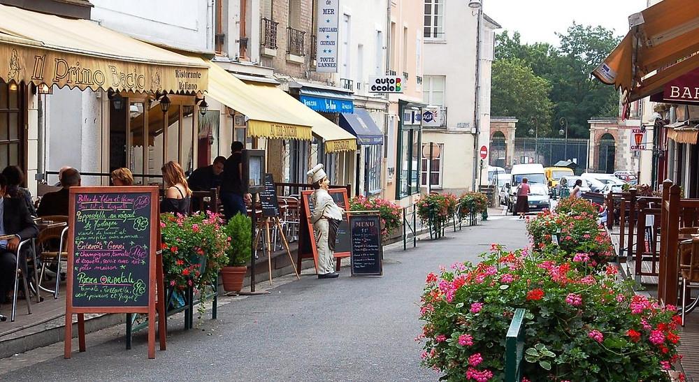 Ruas de Fontainebleu, França