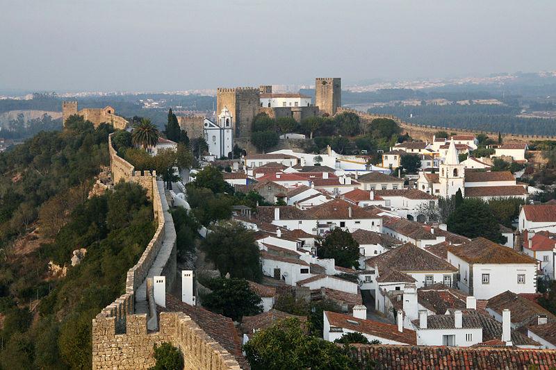 Portugal e a viagem para Vila Medieval de Óbidos.