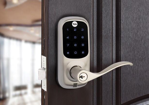 Yale latching Digital Door Lock