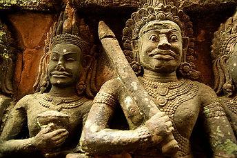 800px-Angkor_Thom_(Sept._2009c) wikimedi