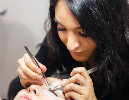 Have A Skill That Others Want! Take An Eyelash Extension Course!