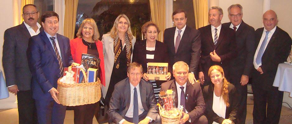 Botschafter Jürgen Christian Mertens mit den Mitgliedern der parlamentarischen Freundschaftsgruppe