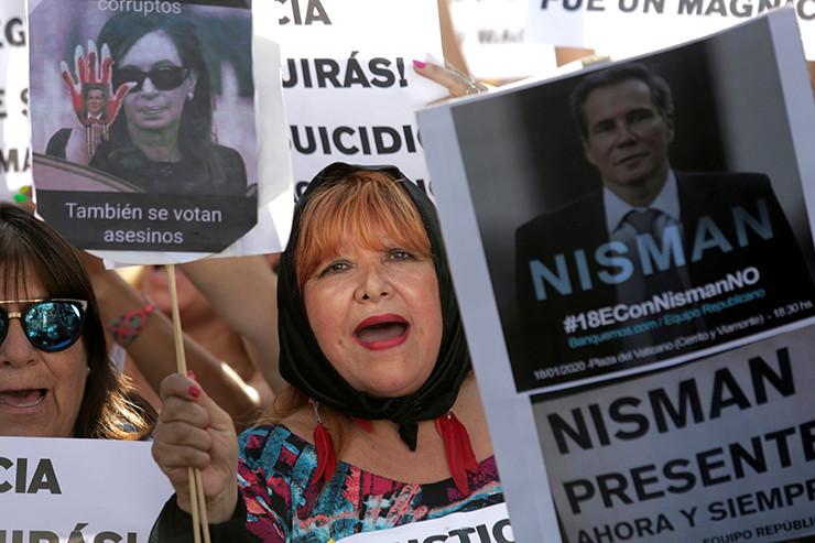 Demonstranten erinnern an Alberto Nisman.